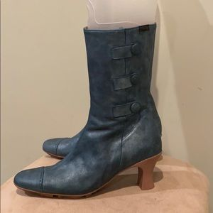 Gorgeous Camper 11 in. boot in pearl blue leather